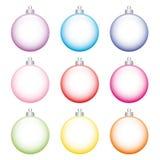Sistema de bolas coloridas del árbol de navidad hechas del vidrio en la parte posterior del blanco libre illustration