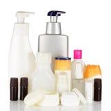 Sistema de botellas cosméticas aisladas en el fondo blanco. Imagen de archivo libre de regalías