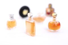 Sistema de botellas de perfume de lujo Fotos de archivo libres de regalías