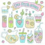 Sistema de cócteles y de limonadas dibujados mano linda Fotografía de archivo