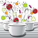 Sistema de cacerolas y cucharas del té, cucharas, bifurcaciones y cuchillos Imagenes de archivo