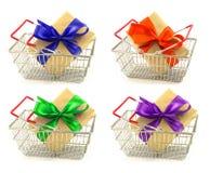 Sistema de cajas del presente del Año Nuevo con las cintas del color, arcos en metal Fotos de archivo