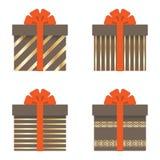 Sistema de cajas de regalo con las cintas, los arcos, las rayas del oro, los círculos y las estrellas Ilustración del vector stock de ilustración