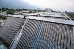 Sistema de calefacción solar en la azotea Foto de archivo