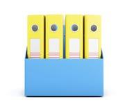 Sistema de carpetas amarillas en una caja aislada en el fondo blanco 3d Imágenes de archivo libres de regalías