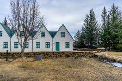 Sistema de casas islandesas típicas Fotografía de archivo libre de regalías
