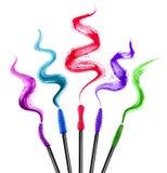 Sistema de cepillos coloridos del rimel con diversos movimientos del rimel Foto de archivo