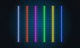 Sistema de cepillos de neón Sistema de objetos ligeros coloridos en fondo oscuro Imagen de archivo libre de regalías