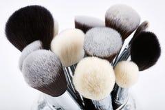 Sistema de cepillos del maquillaje Fondo blanco Imágenes de archivo libres de regalías