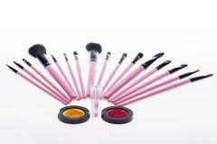 Sistema de cepillos rosados profesionales del maquillaje Imagenes de archivo