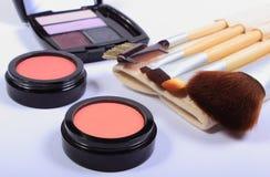 Sistema de cepillos y de cosméticos para el maquillaje Foto de archivo libre de regalías