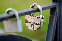 Sistema de cerraduras de la boda Cerraduras cerradas de diversos formatos fotos de archivo libres de regalías