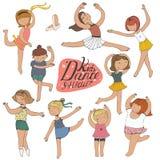 Sistema de chicas jóvenes del baile, en blanco, diversión, clase, en estudio de la danza Imagenes de archivo