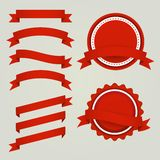Sistema de cintas, de etiquetas y de insignias de papel rojas Fotos de archivo libres de regalías