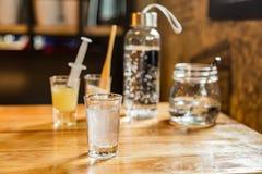 Sistema de consumición del alcohol, vodka, soda, cal Fotografía de archivo