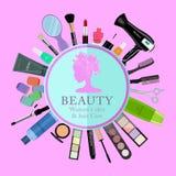 Sistema de cosméticos profesionales, de diversas herramientas de la belleza y de productos: hairdryer, espejo, cepillos del maqui Fotografía de archivo libre de regalías