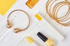 Sistema de cosméticos y de accesorios femeninos Foto de archivo