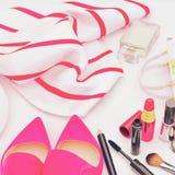 Sistema de cosméticos y de diversos accesorios para las mujeres Fotografía de archivo