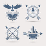 Sistema de cuatro insignias retras ilustración del vector