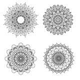 Sistema de cuatro mandalas blancos y negros Mandala del vector Sistema de mandalas del vector stock de ilustración