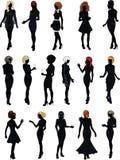 Sistema de dieciséis siluetas en vestidos de cóctel negros con el peinado Fotos de archivo