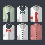 Sistema de diversas camisas del plano-estilo con los lazos y los bowties Casual y negocio-estilo imagenes de archivo