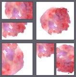 Sistema de diversas tarjetas de visita, plantillas de los cortes - punto rosado de la acuarela con los goteos y manchas aisladas  ilustración del vector