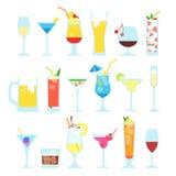Sistema de diversos cócteles alcohólicos Fotos de archivo