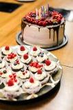 Sistema de diversos dulces y postres de las tortas Fotografía de archivo