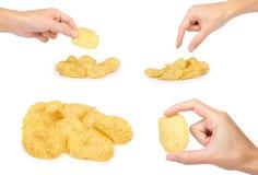 sistema de diversos microprocesadores acanalados sabrosos con la mano, aislado en las patatas blancas del fondo, fritas, comida m Imagen de archivo