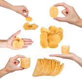 sistema de diversos microprocesadores acanalados sabrosos con la mano, aislado en las patatas blancas del fondo, fritas, comida m Fotografía de archivo libre de regalías