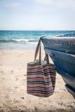 Sistema de diversos ropa y accesorios para las mujeres en la playa Imágenes de archivo libres de regalías