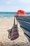 Sistema de diversos ropa y accesorios para las mujeres en la playa Imagen de archivo libre de regalías