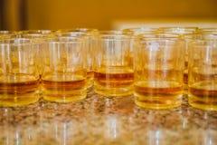 Sistema de diversos tipos de bebidas en vidrios, bebidas y Alcoho fotografía de archivo libre de regalías