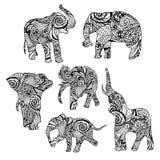 Sistema de elefantes étnicos dibujados mano blanco y negro Foto de archivo libre de regalías