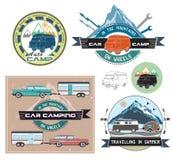 Sistema de elementos del logotipo y del diseño del coche que acampan retro Foto de archivo