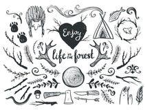 Sistema de elementos y de clip art del diseño temáticos alrededor de animales, el acampar y vida en el bosque Foto de archivo