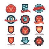 Sistema de emblemas de la universidad y de la escuela y del logotipo de la universidad stock de ilustración