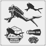 Sistema de emblemas del buceo con escafandra Natación subacuática y etiquetas, logotipos y elementos spearfishing del diseño Imagen de archivo