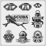 Sistema de emblemas del buceo con escafandra Natación subacuática y etiquetas, logotipos y elementos spearfishing del diseño Fotografía de archivo libre de regalías