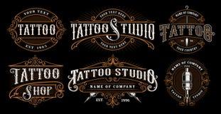Sistema de emblemas del tatuaje del vintage libre illustration