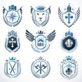 Sistema de emblemas del vintage creados con los elementos decorativos l Foto de archivo