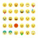 Sistema de emoticons sonrientes lindos, diseño plano del emoji