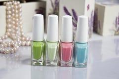 Sistema de colores del verano del esmalte de uñas Fotos de archivo