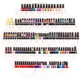 Sistema de esmaltes de uñas en una pared en salón de belleza Fotografía de archivo