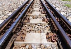 Sistema de estradas de ferro para a plataforma diesel do trem, tiro do close up Imagens de Stock Royalty Free