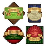 Sistema de etiqueta elegante del vino con una cinta del oro. Vector Fotos de archivo
