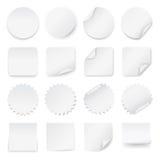 Sistema de etiquetas blancas en blanco con las esquinas redondeadas en diversas formas Imágenes de archivo libres de regalías