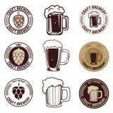 Sistema de etiquetas de la cerveza del arte Sistema de tazas de cerveza del vintage Foto de archivo libre de regalías