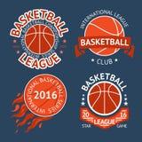 Sistema de etiquetas del baloncesto con las bolas y las cintas Vector Fotos de archivo